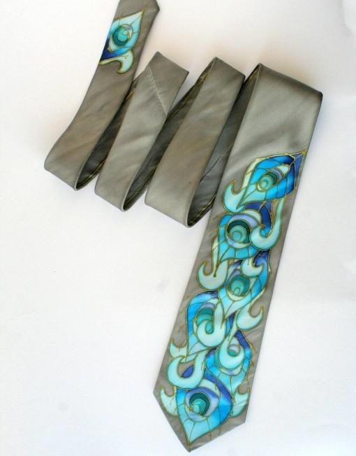 Peacock tie grey